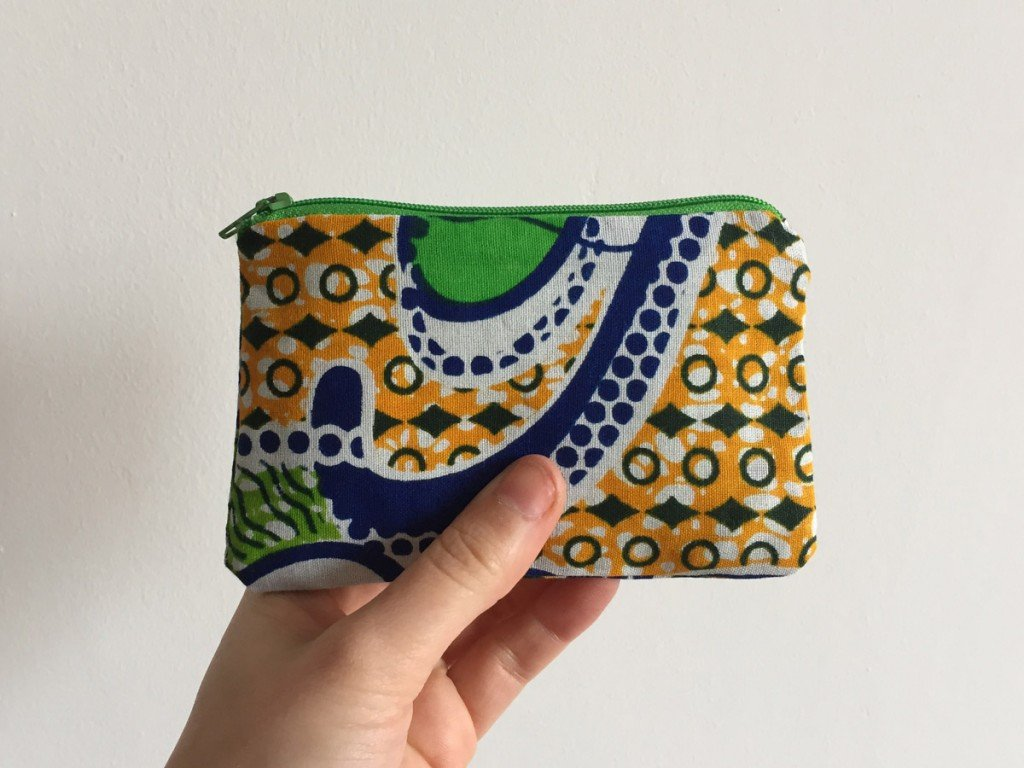 Blue and white purse batik green zip