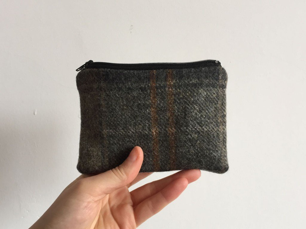 Tweed purse black zip